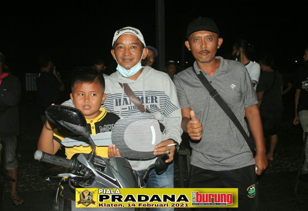 (dari kiri) Jalu, H Samsul, Dwi Jalu. Seusai penyerahan sepeda motor
